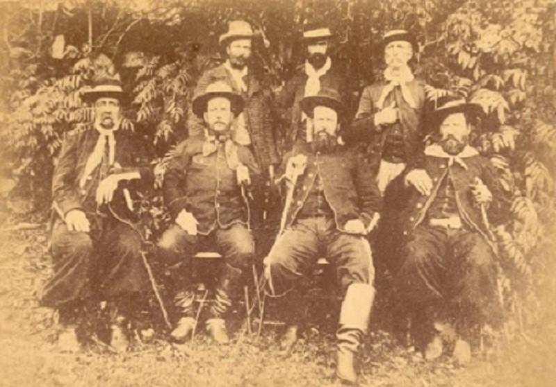 Maragatos do Partido Federalista eram liderados por Gumercindo Saraiva (2º da dir. para esq. sentado)
