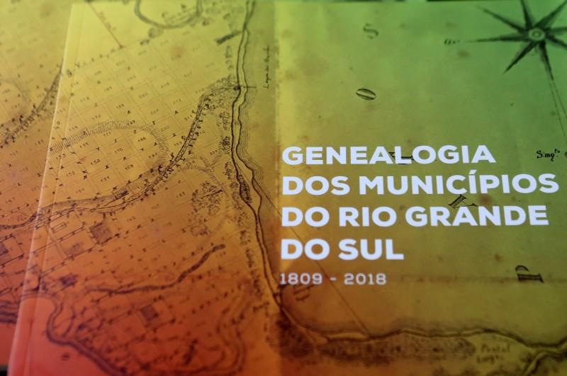 Obra de 59 páginas explica com conteúdo didático e linguagem acessível como o RS chegou aos atuais 497 municípios