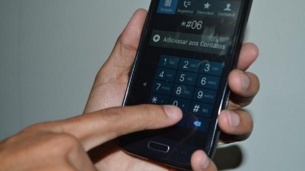 Mexer no celular é considerado comportamento mais arriscado no trânsito