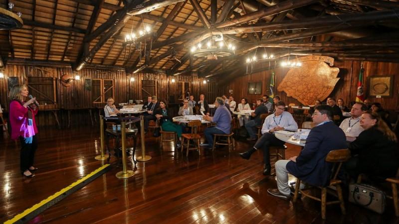 PORTO ALEGRE, RS, BRASIL, 20/05/2019 - O secretariado do governador Eduardo Leite participou, na noite desta segunda-feira (20/5), do Curso Alta Liderança, uma parceria com a Fundação Dom Cabral (FDC). Será realizado entre os dias 20 e 31 de maio, em seis