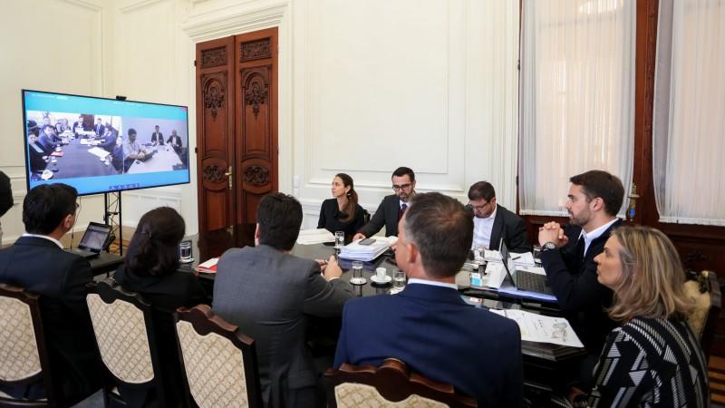 PORTO ALEGRE, RS, BRASIL, 24/09/2019 -O governador Eduardo Leite e o presidente do Banco Nacional de Desenvolvimento Econômico e Social (BNDES), Gustavo Montezano, assinaram, nesta terça-feira (24/9), via videoconferência, o contrato de estruturação do pr