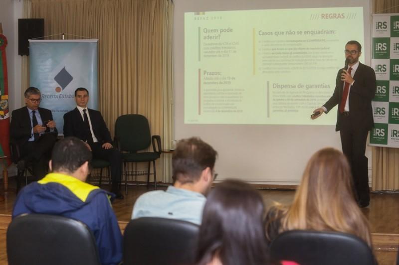 PORTO ALEGRE, RS, BRASIL, 29/10/2019 - O governo do Estado anunciou duas novas medidas que auxiliarão para o equilíbrio fiscal: um novo Programa Especial de Quitação e Parcelamento de ICMS (Refaz) e alterações no Imposto sobre Propriedade de Veículos Auto