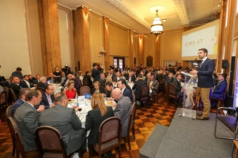 PORTO ALEGRE, RS, BRASIL, 18/11/2019 - Governador palestra no Tá na Mesa da Federasul. Fotos: Gustavo Mansur/ Palácio Piratini