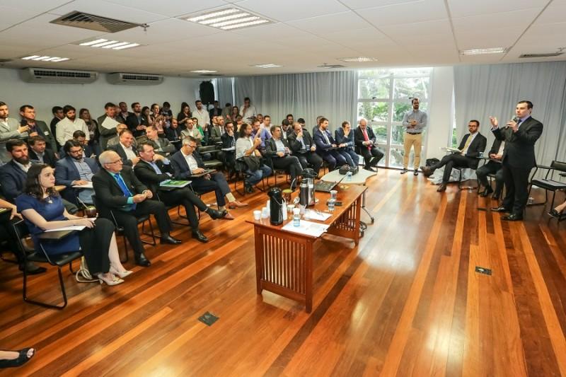 PORTO ALEGRE, RS, BRASIL, 27/11/2019 - Reunião com deputados da base sobre o Reforma RS. Fotos: Gustavo Mansur/ Palácio Piratini