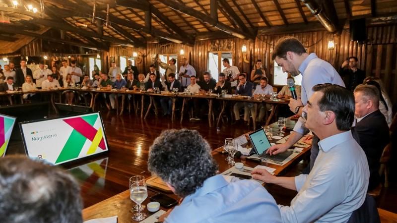 PORTO ALEGRE, RS, BRASIL, 12/12/2019 - Reunião com deputados da base sobre a Reforma RS. Fotos: Gustavo Mansur/ Palácio Piratini