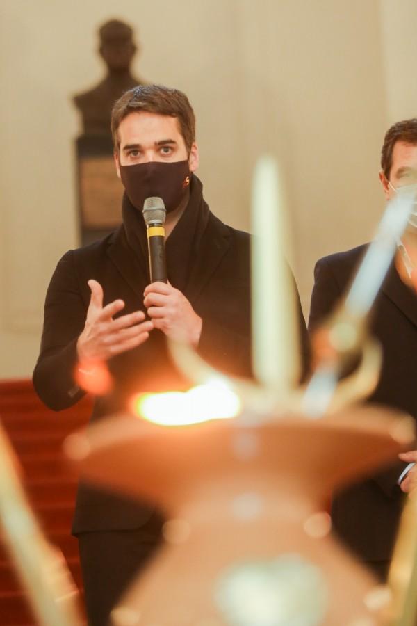 PORTO ALEGRE, RS, BRASIL, 14/09/2020 - O governador Eduardo Leite e o vice-governador Ranolfo Vieira Júnior deram início, nesta segunda-feira (14/9), às celebrações da Semana Farroupilha com a cerimônia de acendimento da Chama Crioula no saguão de entrada