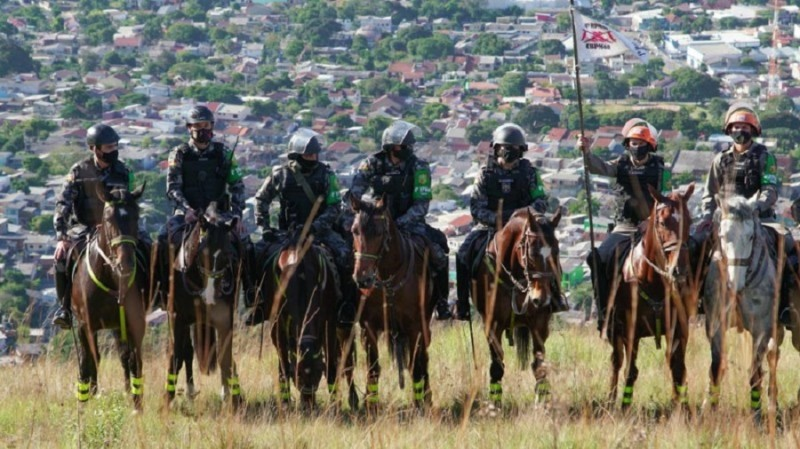 policiamento a cavalo