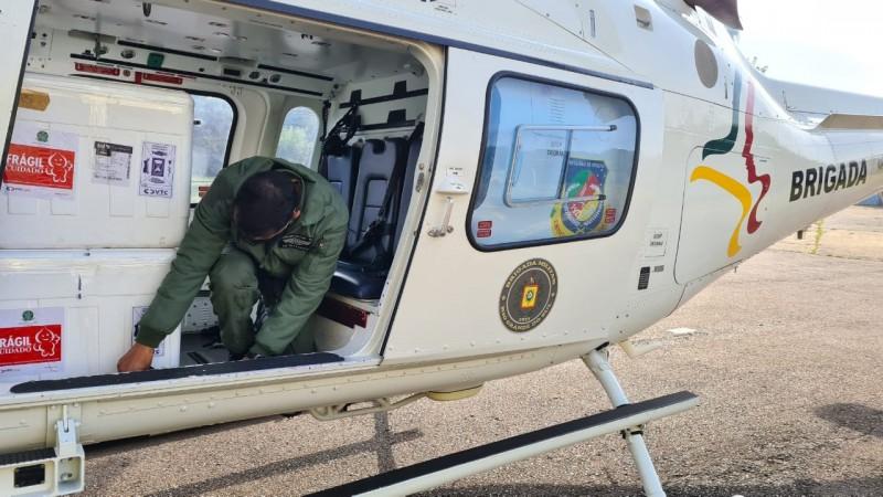 Carregado de vacinas, helicóptero da BM voou até Caxias do Sul, transportando as doses para a 5ª CRS