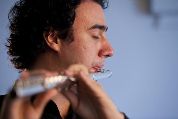 Henrique Amado, flautista da Ospa, será o solista da obra de Brenno Blauth