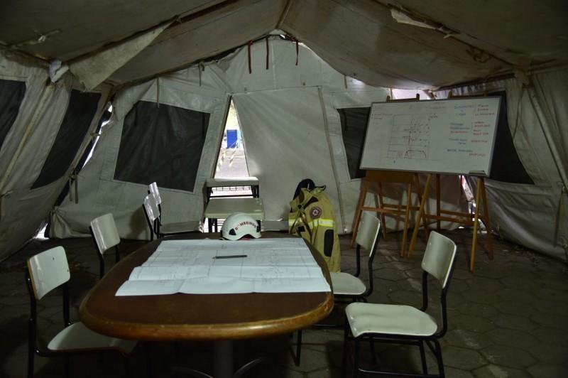 Espaço serve para reuniões realizadas a todo momento pelas diferentes equipes na ação
