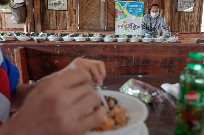 Na capital, cerca de 90 mil refeições e lanches já foram distribuídos pelo programa