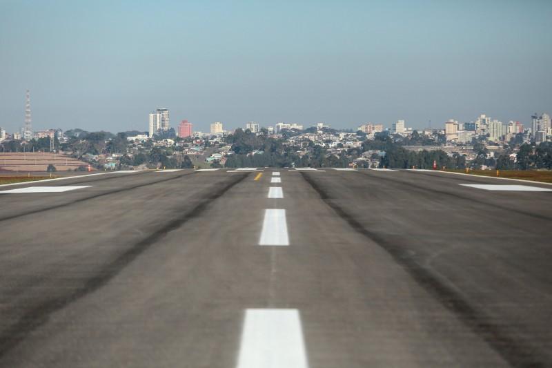 Leite visita aeroporto Lauro Kortz 2