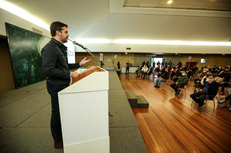 No fim da tarde, governador Leite participou de reunião na Associação Comercial, Cultural e Industrial de Erechim